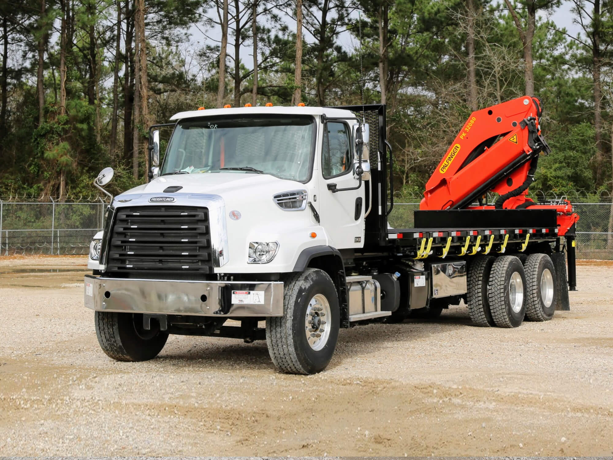 Palfinger knuckle boom truck on Freightliner chassis