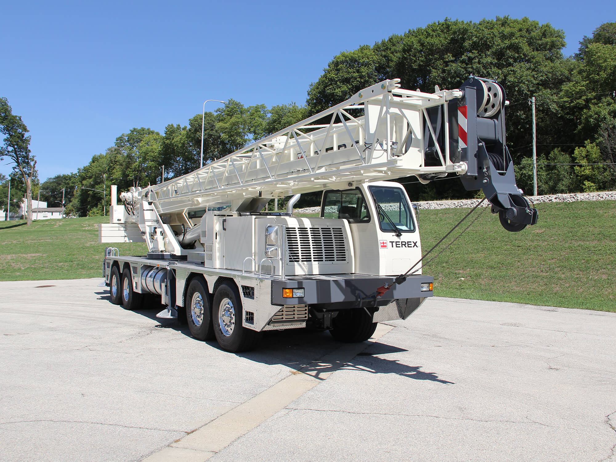 Truck cranes for sale or rent