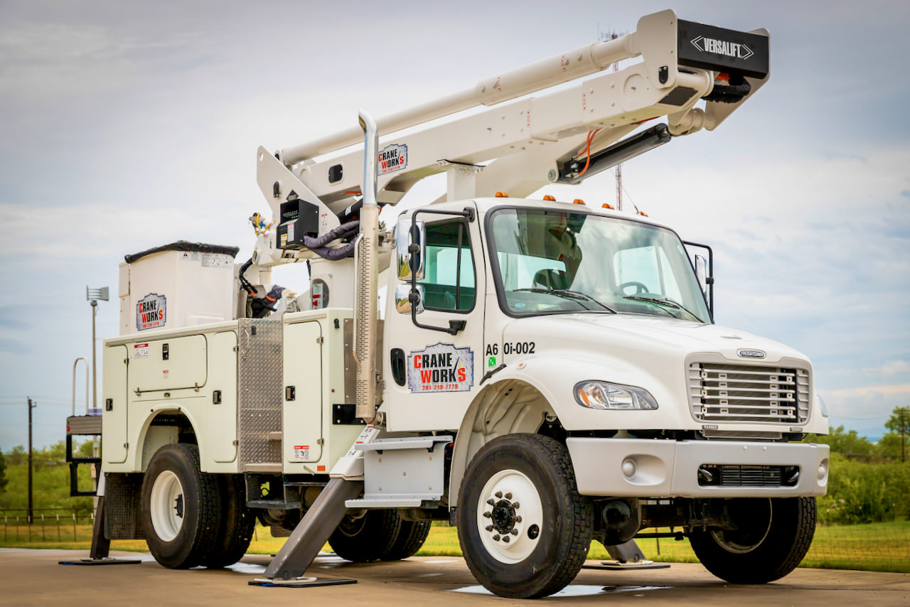 Used 2020 Versalift VST-6000-MHI-03 insulated bucket truck for sale or rent #A60i-002
